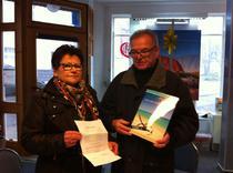 Über den Hauptgewinn eine 3 Tages Reise mit der Hotelkette Valentin freuen sich Ilse und Reinhold Müller aus Lauterbach. Den Adventskalender hatten sie von einem netten Nachbarn geschenkt bekommen.
